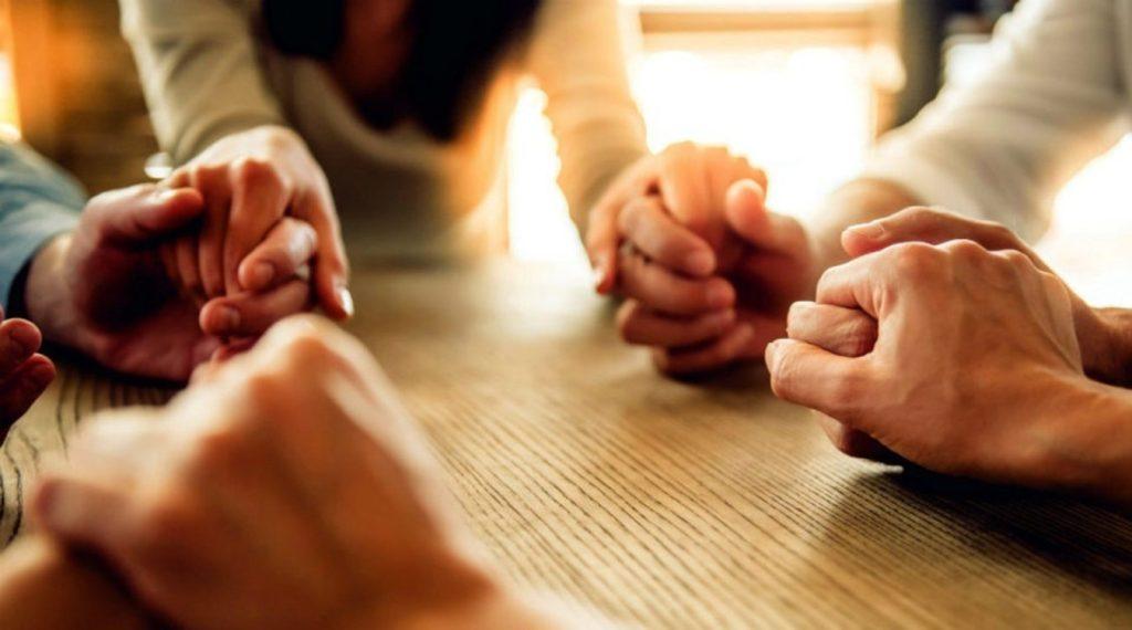 Oracion-en-grupo